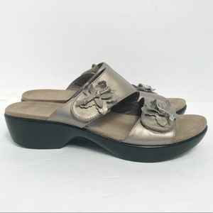 Dansko • Women's Flower Sandals Size 9